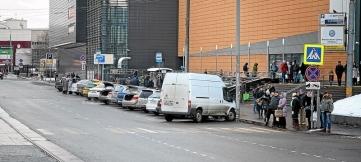 Платные парковки столицы не решают проблему с незаконными стоянками авто