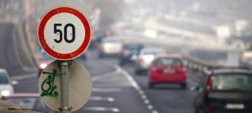 Водителям в Москве предлагают снизить скорость